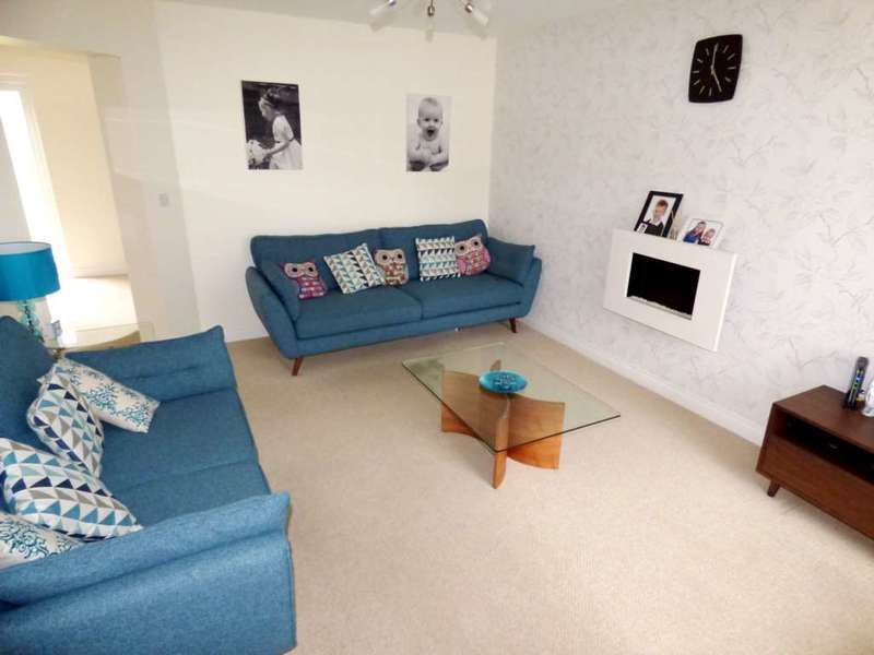 3 Bedrooms Semi Detached House for sale in Low Farm Drive, Redcar