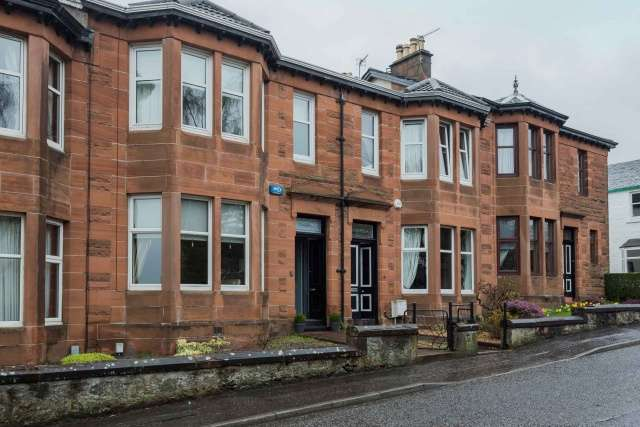 3 Bedrooms Terraced House for sale in Station Road, Old Kilpatrick, Glasgow, G60 5LT