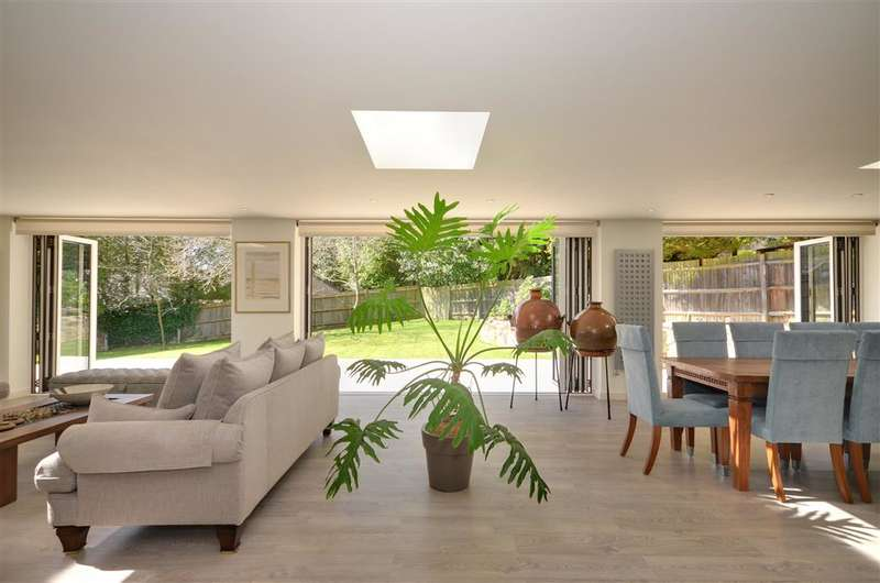 3 Bedrooms Bungalow for sale in Crowborough Hill, Crowborough, East Sussex