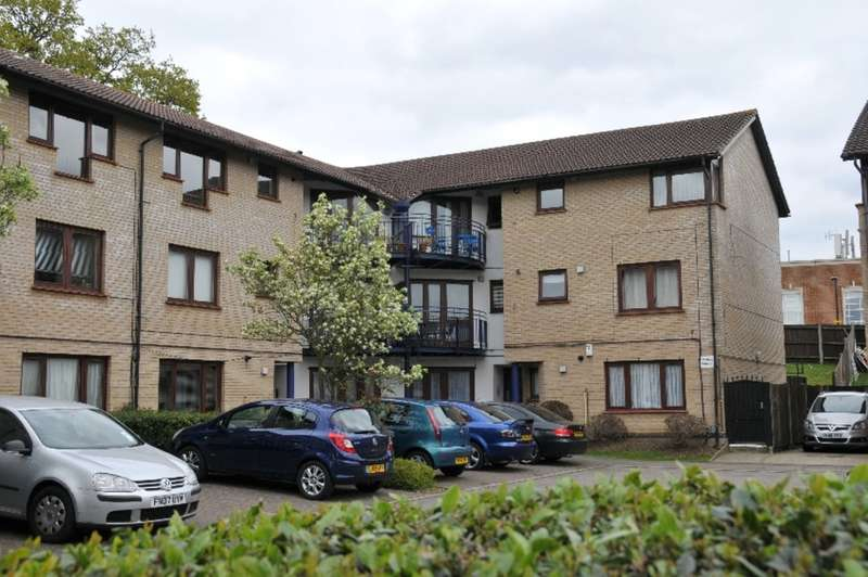 1 Bedroom Flat for sale in Shapland Way, Palmers Green, London, N13