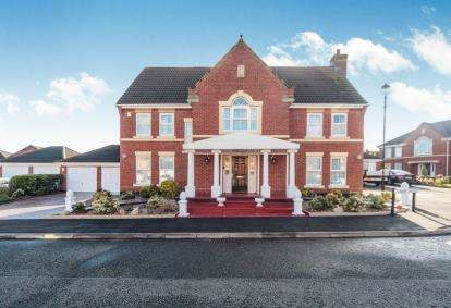 5 Bedrooms Detached House for sale in Lanark Gardens, Widnes, Cheshire, Tbc, WA8