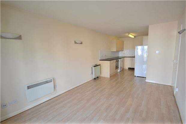 2 Bedrooms Flat for sale in Earlswood Court, REDHILL, RH1
