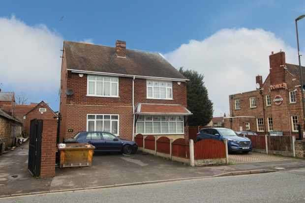 3 Bedrooms Semi Detached House for sale in Elmton Road, Creswell, Derbyshire, S80 4HE