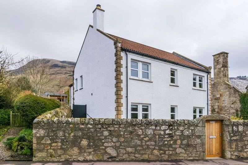 5 Bedrooms Detached House for sale in Avalon, Main Street, Kinnesswood, Kinross, Perth and Kinross, KY13 9HN