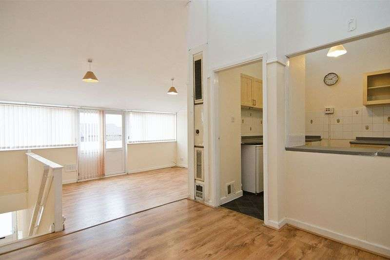 3 Bedrooms Flat for sale in Howdles Lane, Brownhills, Walsall
