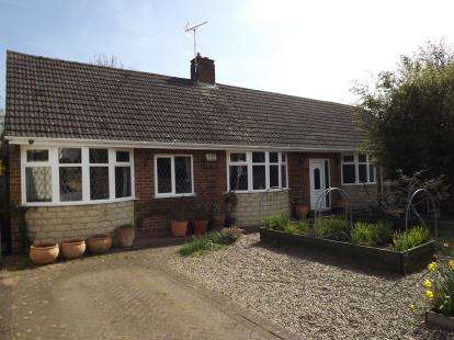4 Bedrooms Bungalow for sale in Hardwick Drive, Mickleover, Derby, Derbyshire