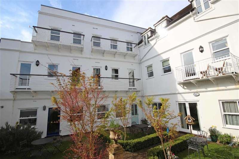 4 Bedrooms Property for sale in Neville Court, Castle Lane, Warwick, CV34