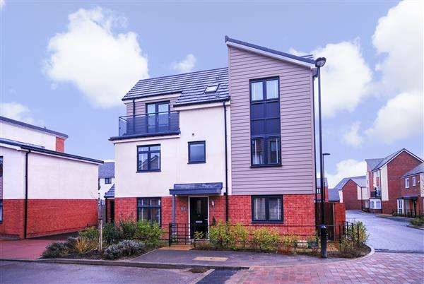 4 Bedrooms Detached House for sale in Leasingthorne Way, Newcastle upon tyne