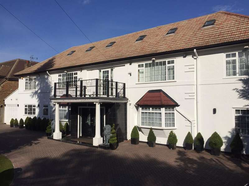 8 Bedrooms Detached House for sale in The Drive, Ickenham