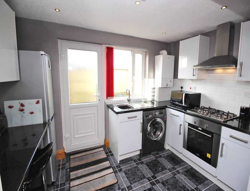 2 Bedrooms Property for sale in Greenway Street, Darwen, BB3