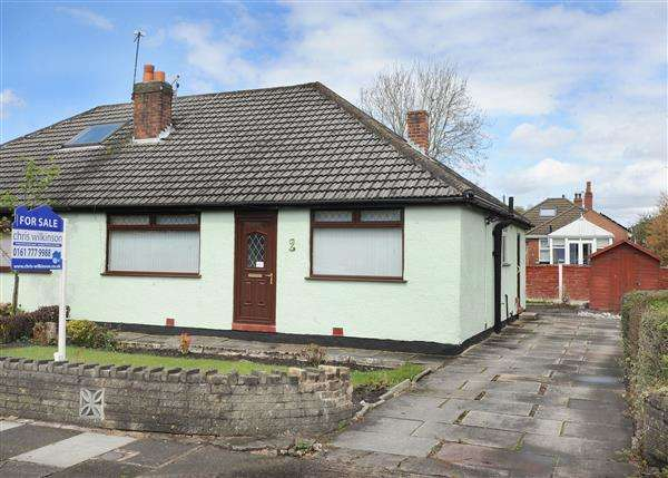 2 Bedrooms Bungalow for sale in 2 Conway Avenue, Irlam M44 6ZG