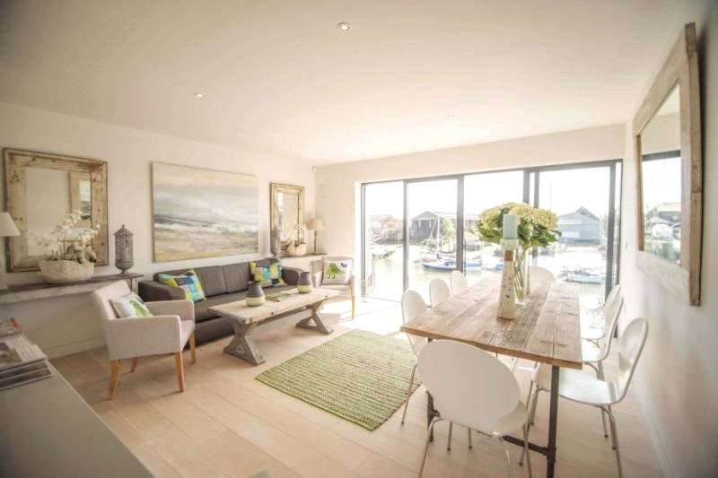 4 Bedrooms Terraced House for sale in Riverside Wharf, River Road, Littlehampton, West Sussex, BN17
