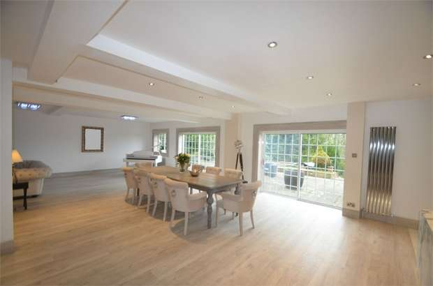 5 Bedrooms Detached House for sale in Hendon Wood Lane, Mill Hill