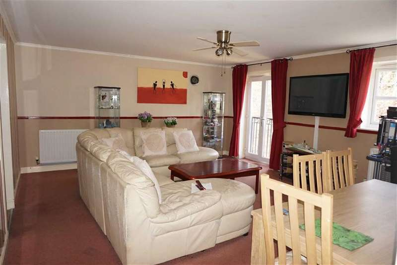 2 Bedrooms Property for sale in Weavers Mews, Darwen, Lancashire