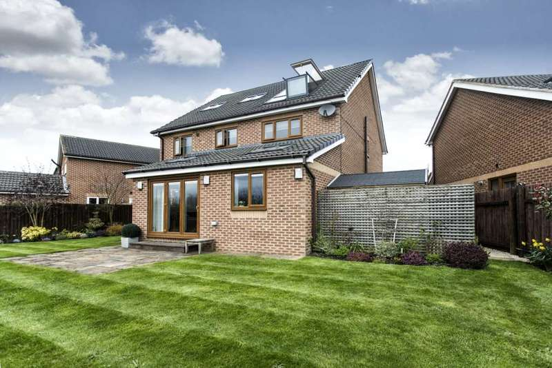 5 Bedrooms Detached House for sale in 9 Upper Green Close, Tingley, Wakefield, WF3 1NQ