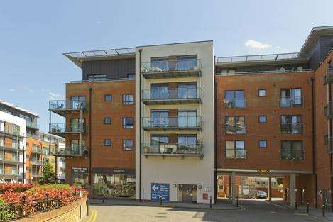 1 Bedroom Penthouse Flat for sale in Cherrywood Lodge, London SE13