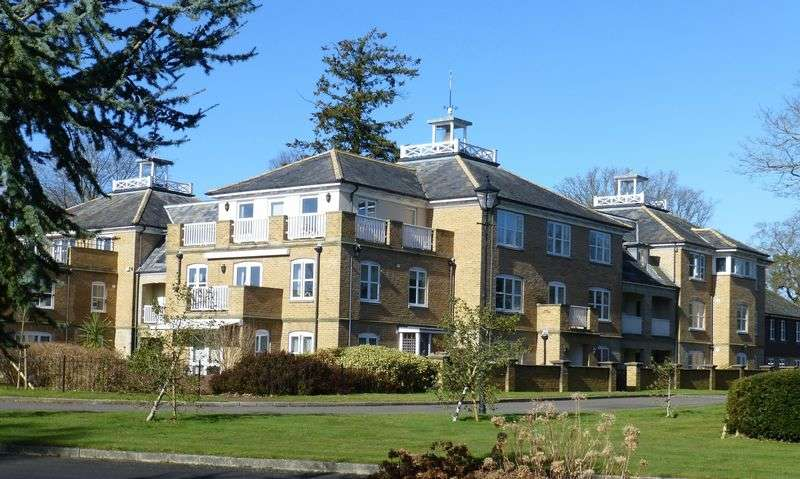2 Bedrooms Flat for sale in Turnpike Court, Hett Close, Haywards Heath