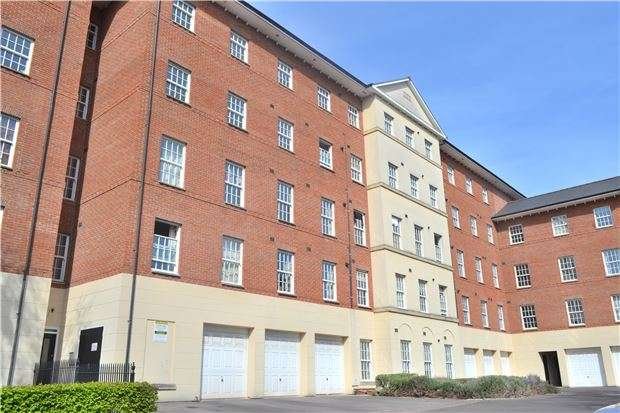 2 Bedrooms Flat for sale in Mayhill Way, GLOUCESTER, GL1 3NW