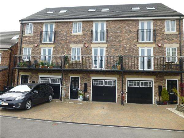 5 Bedrooms Town House for sale in Principal Rise, Dringhouses, York