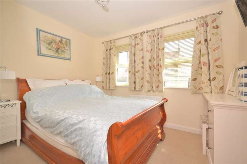 3 Bedrooms Semi Detached House for sale in Clover Mead, Felpham, Bognor Regis, West Sussex