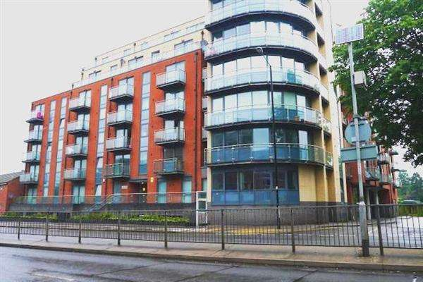 2 Bedrooms Apartment Flat for sale in Bath Road, Slough