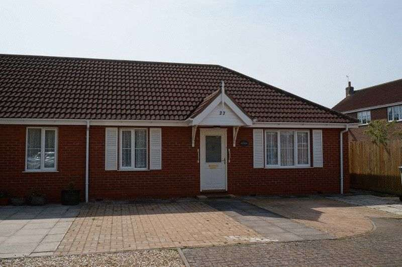 2 Bedrooms Semi Detached Bungalow for sale in Turnberry Drive, Woodhall Spa