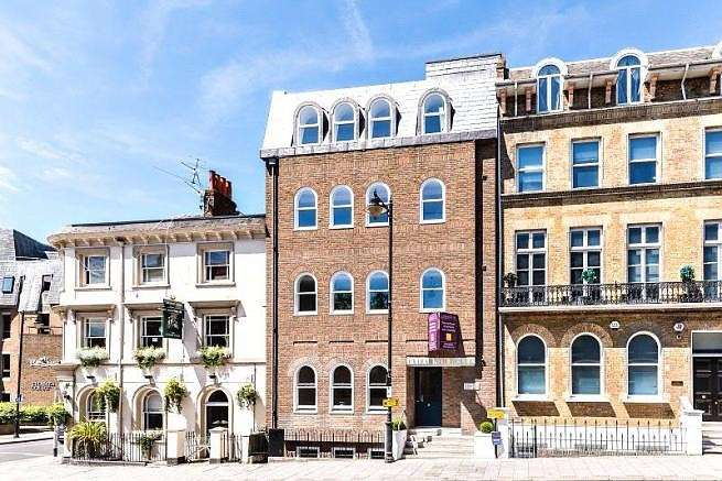 2 Bedrooms Flat for sale in Elizabeth House, Sheet Street, Windsor, SL4