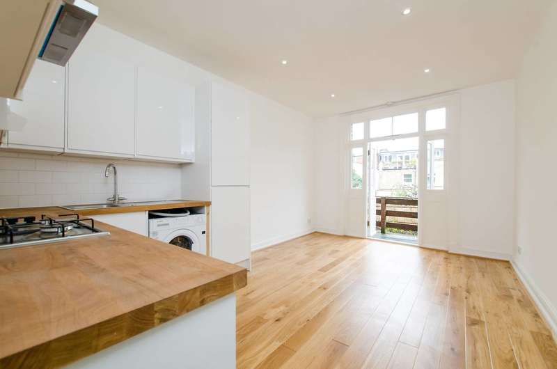 2 Bedrooms Flat for sale in Wandsworth Road, Vauxhall, SW8