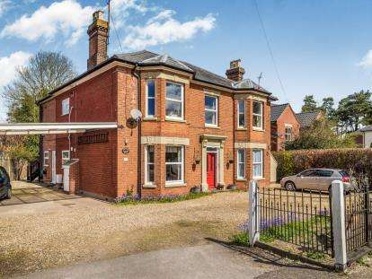 2 Bedrooms Flat for sale in 18 Norwich Road, Horstead, Norfolk