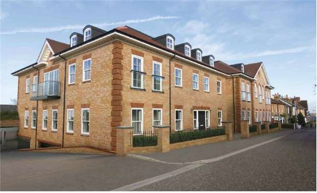2 Bedrooms Flat for sale in Bournehall House, Bournehall Road, Bushey, Hertfordshire