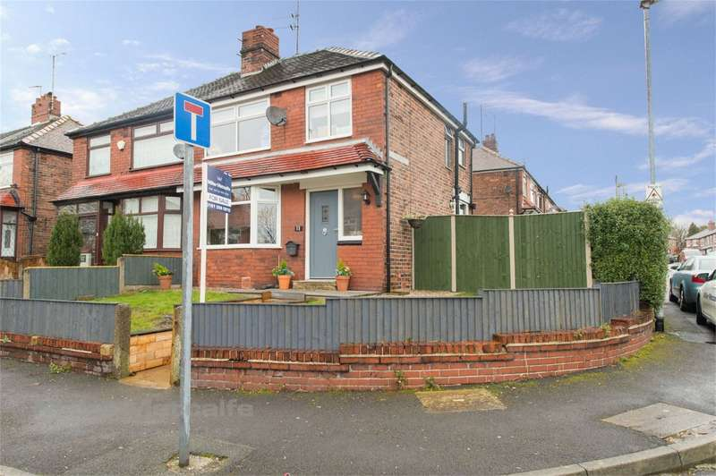3 Bedrooms Semi Detached House for sale in Stirling Road, Chadderton, Oldham, Lancashire