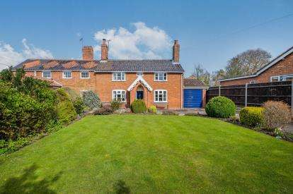 3 Bedrooms Semi Detached House for sale in Ditchingham, Bungay, Norfolk