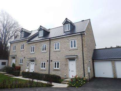 4 Bedrooms End Of Terrace House for sale in Otterhole Close, Buxton, Derbyshire