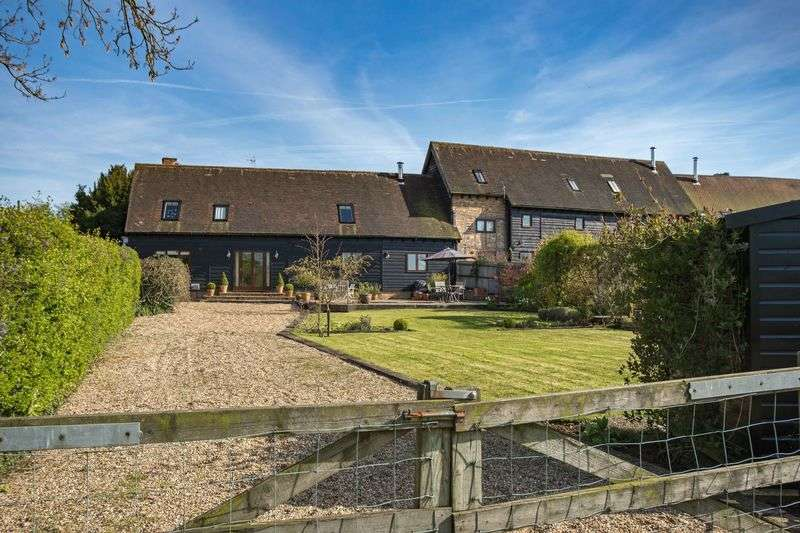 4 Bedrooms Property for sale in Coach House, Park Farm Barns, Tebworth