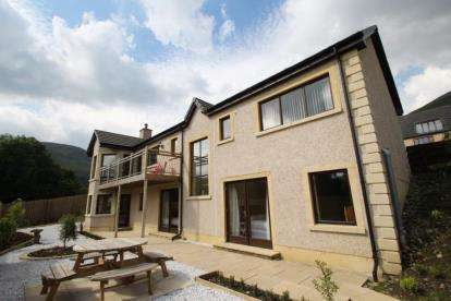 4 Bedrooms Detached House for sale in Vorlich Road, Lochernhead