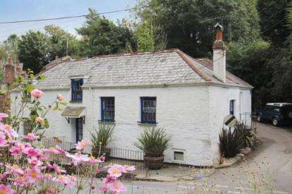 3 Bedrooms Semi Detached House for sale in Little Petherick, Nr Padstow, Cornwall