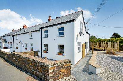 2 Bedrooms End Of Terrace House for sale in Nr Padstow, Cornwall