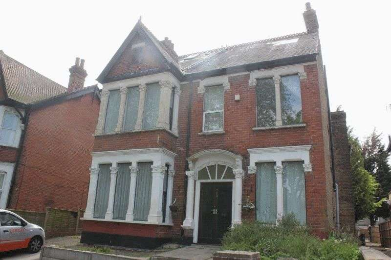 6 Bedrooms Detached House for sale in Victoria Avenue, Southend-On-Sea