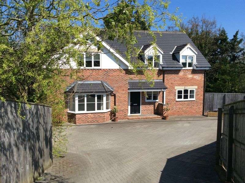 5 Bedrooms Detached House for sale in Orchard Road, Whitby