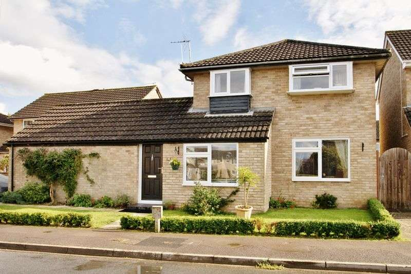 4 Bedrooms Detached House for sale in Hallsfield, Cricklade, Wiltshire