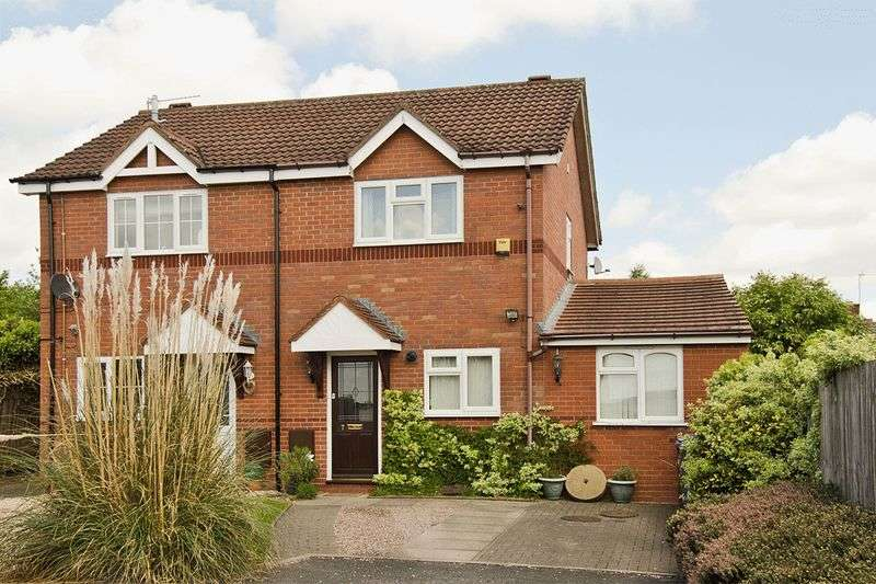 3 Bedrooms Semi Detached House for sale in Cotswold Close, Hednesford, Cannock