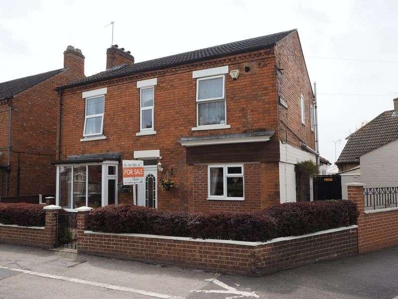 4 Bedrooms Detached House for sale in London Road, Balderton
