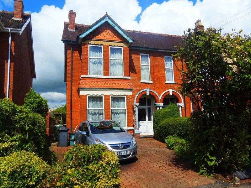 4 Bedrooms Semi Detached House for sale in Podsmead Road, Gloucester