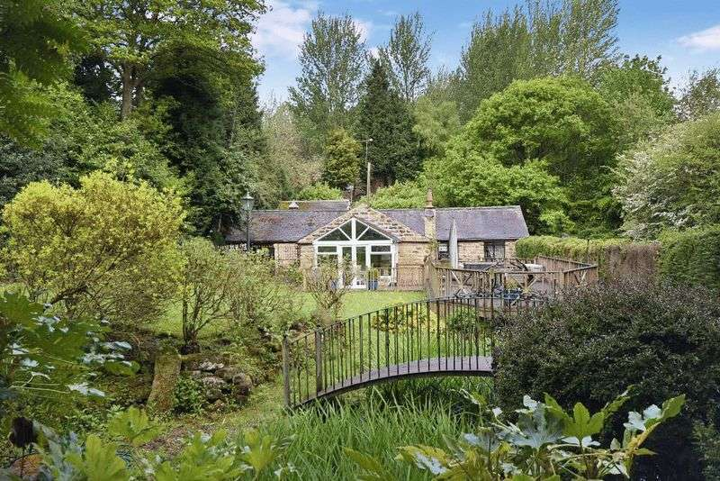 4 Bedrooms Detached House for sale in Notton, Wakefield