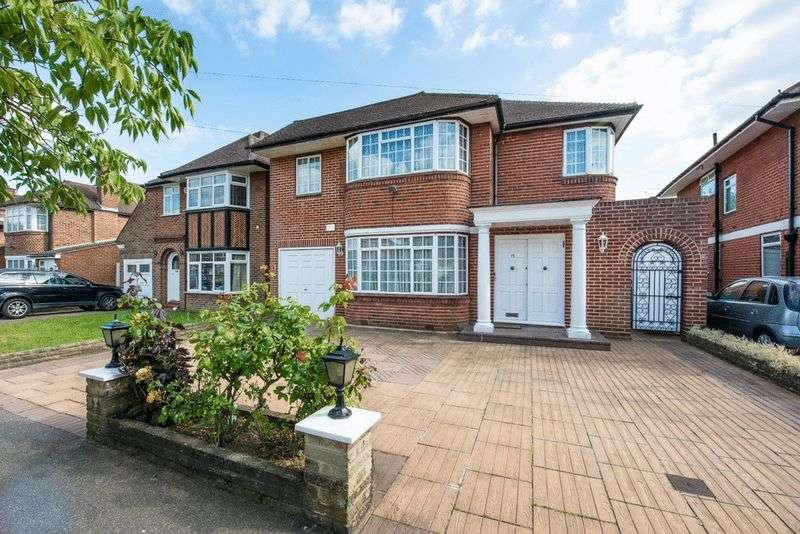 4 Bedrooms Detached House for sale in Harrowes Meade, Edgware, Middlesex, HA8 8RR