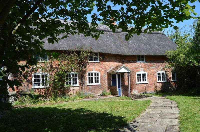 4 Bedrooms Detached House for sale in MOTCOMBE
