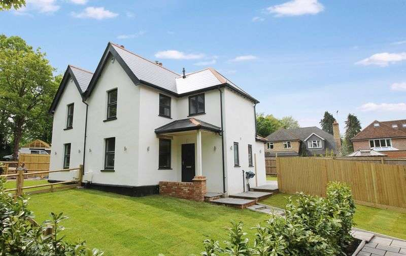 3 Bedrooms Semi Detached House for sale in Worlds End, Epsom