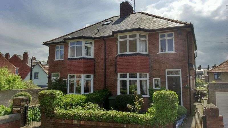 3 Bedrooms Semi Detached House for sale in Crescent Avenue, Whitby