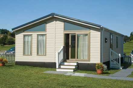 2 Bedrooms Property for sale in Superior Lodge 1, Sheerness Holiday Park, Halfway Road, Sheerness
