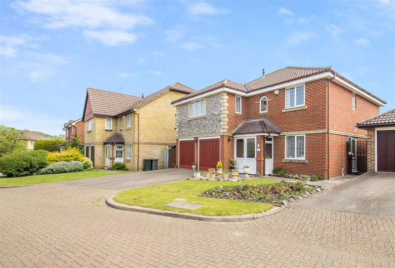 5 Bedrooms Property for sale in Dumville Drive, Godstone